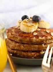 Pancakes de avena y guineo